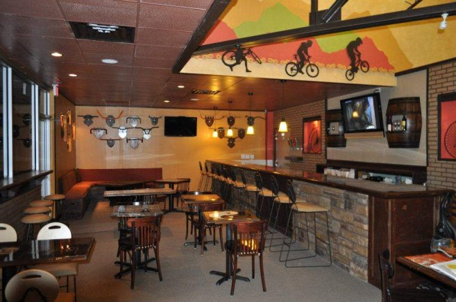 bicycle-cafe-interior-best-photo-01-657x436