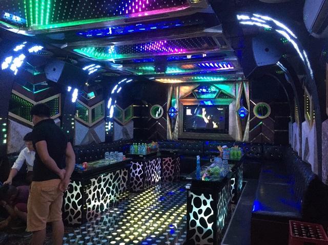 thiet ke mau phong karaoke dep (9)