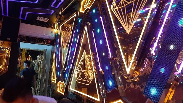 mẫu phòng hát karaoke inox đẹp nhất (1)