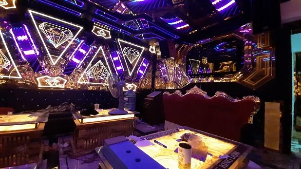mẫu phòng hát karaoke inox đẹp nhất (2)
