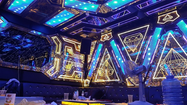 mẫu phòng hát karaoke inox đẹp nhất (8)